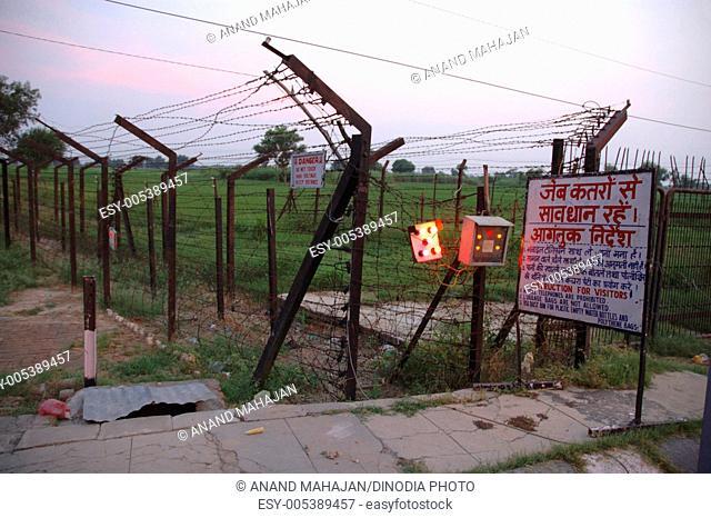 India and Pakistan Wagah border ; Amritsar ; Punjab ; India