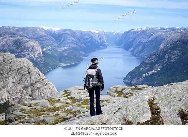 Norway, Rogaland, Lysefjord, hiker on the trail to Preikestolen (Pulpit Rock) 600m above the fjord, Model Released