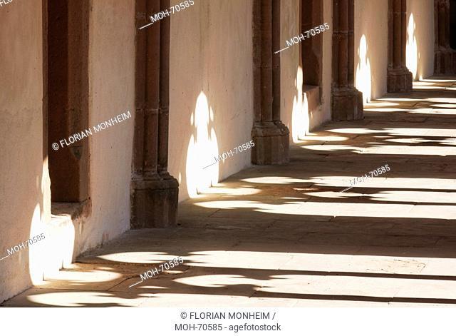 Kreuzgang, Detail Nordflügel mit Sonne