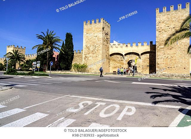 Porta de Mallorca (aka Porta de Sant Sebastià), medieval walls, 14th century, Alcudia, Majorca, Balearic Islands, Spain
