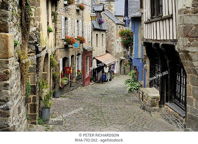 Ancient cobbled street and houses, Rue du Petit Fort, Dinan, Cotes-d'Armor, Brittany, France, Europe
