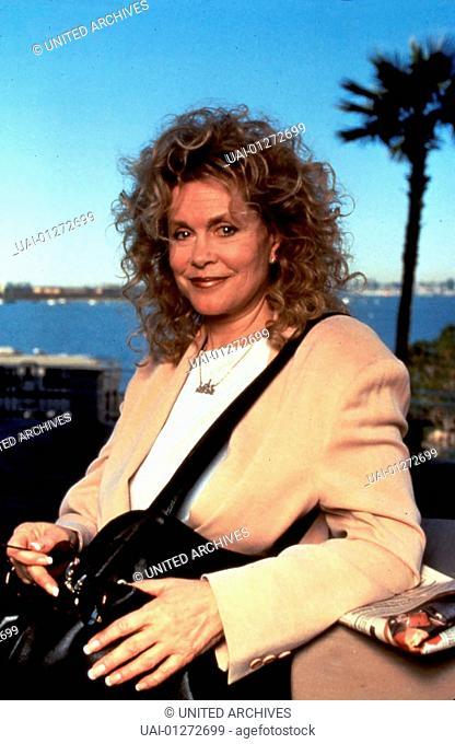 ELIZABETH MONTGOMERY, 1994 Edna Buchanan (Elizabeth Montgomery) arbeitet als Polizeireporterin in Miami. Sie sucht auf eigene Faust nach der 18-jaehrigen...