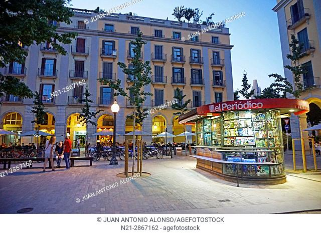 Plaça de la Independencia in the evening. Girona, Catalonia, Spain, Europe