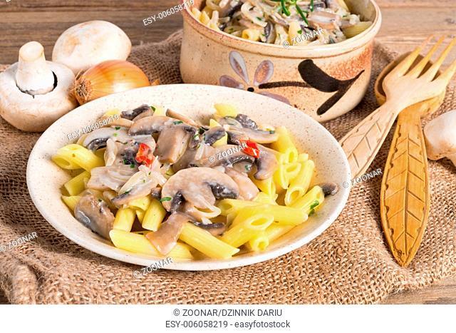 penne and mushroom sauce