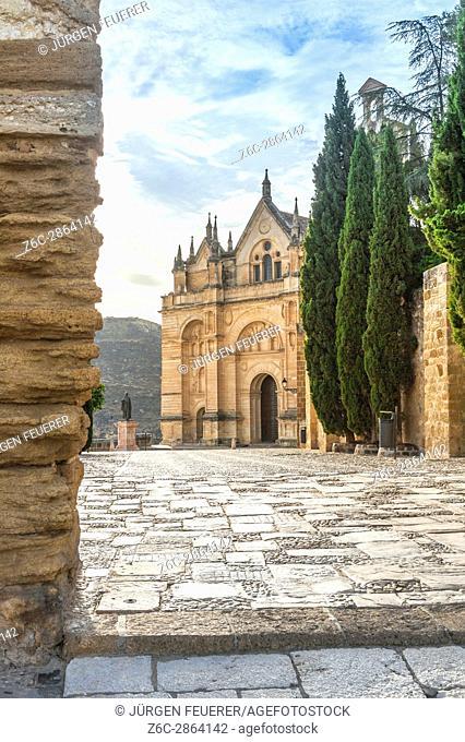 Church Real Colegiata de Santa María la Mayor and Statue of the scholar Pedro Espinosa, province of Málaga, Andalusia, Spain