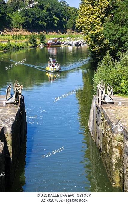 France, Nouvelle Aquitaine, Gironde, at Castets en Dorthe: The Canal de Garonne, formerly known as Canal latéral à la Garonne