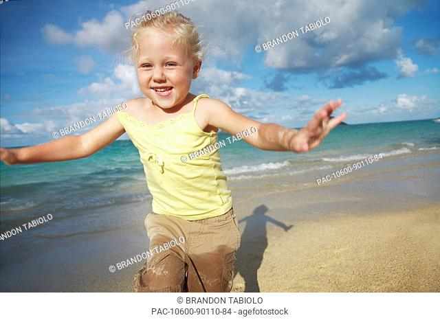 Hawaii, Oahu, Young girl running on the beach