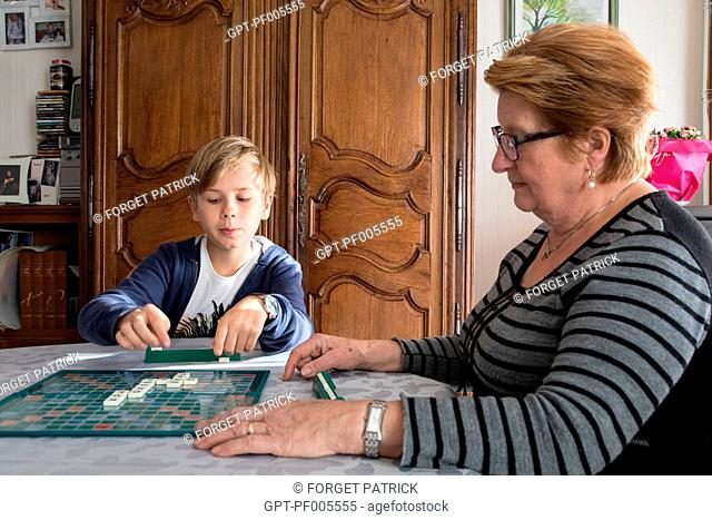 GRANDMOTHER PLAYING SCRABBLE WITH HER GRANDSON, TOWN OF VERNEUIL-SUR-AVRE (27), FRANCE