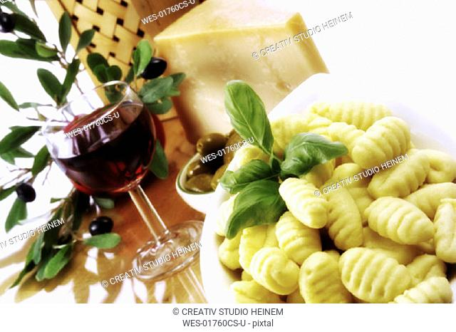 Fresh gnocchi ,red wine and cheese