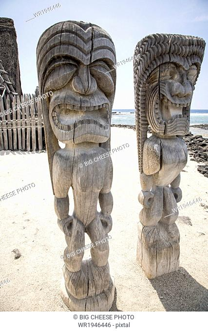Pair of carved wooden ki'i, Place of Refuge, Hawaii