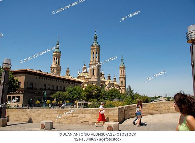 Basílica de Nuestra Señora del Pilar from the Puente de Piedra over the river Ebro Zaragoza, Aragón, Spain, Europe