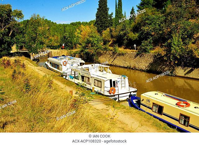 lunch break at Ecluse de Pechlaurier, Canal du Midi, Herault Department, Languedoc-Roussillon, France