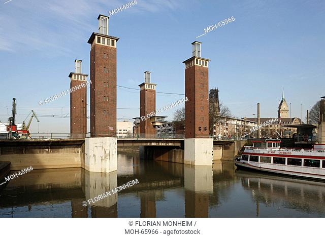 Duisburg, Hebe-Brücke am Binnenhafen