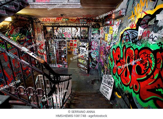 Germany, Berlin, Mitte, Oranienburger strasse, Kunsthaus Tacheles, Tacheles, an artist squatting since the 1990's, located in a former department store dating...