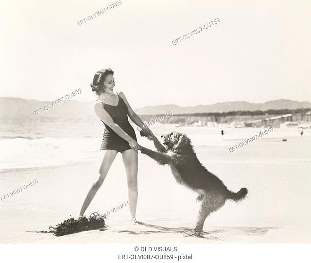 Frolicking on the beach (OLVI007-OU859-F)