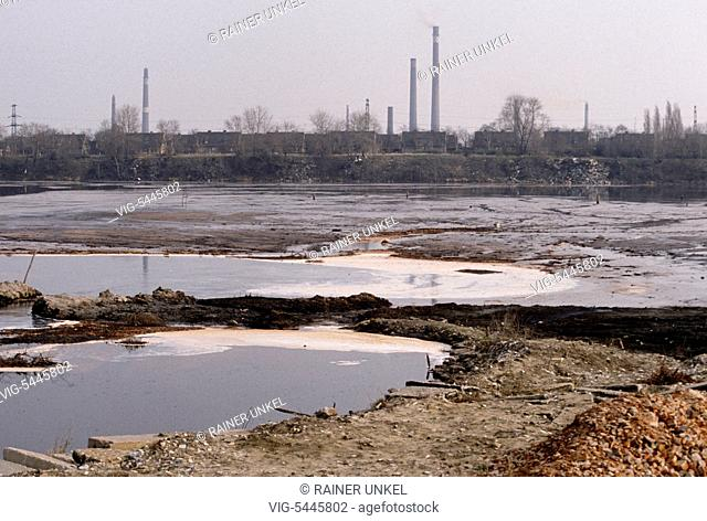 GDR : The so-called Sea of Silver , an industrial cesspit in Bitterfeld , in February 1990 - Bitterfeld, GDR, GDR, Eastern Germany, 20/02/1990