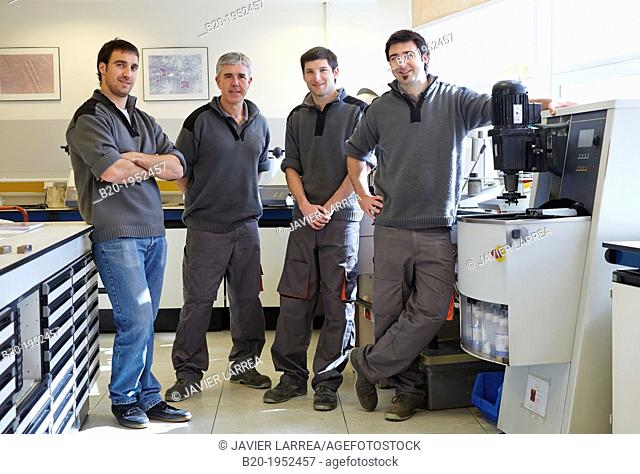 Team. Mechanical workshop of embedded sample preparation. Characterization, test and analyze of materials and components