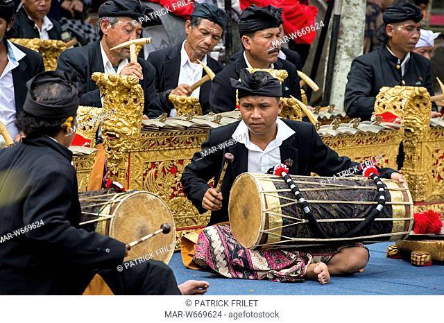 Indonesia, Bali, Kintamani, gamelan orchestra in the Pura Ulun Danu Batur temple