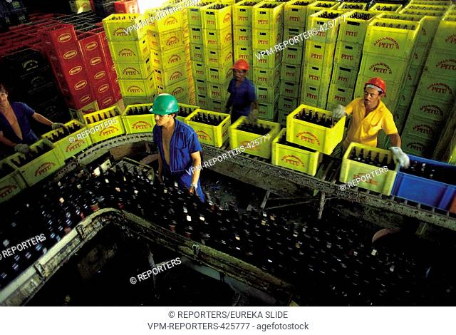 Brewery BOTTLES - CHAIN - WAREHOUSE - WORKER - PRODUCTION - STOCK - FACTORY - AGRO-FOOD INDUSTRY - DRINKS - INDUSTRY - SME DELEU © REPORTERS / Eureka Slide