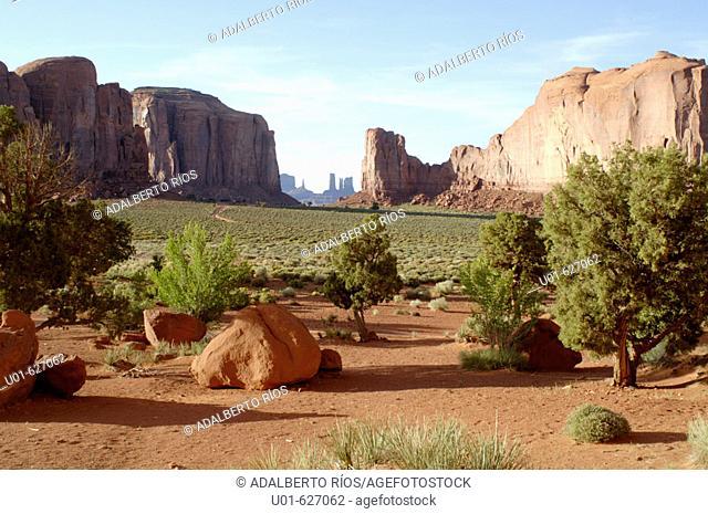 Monument Valley. Arizona-Utah, USA/ Monument Valley Panorama. El Monument Valley se localiza en los limites de Arizona y Utah y forma parte del territorio de la...