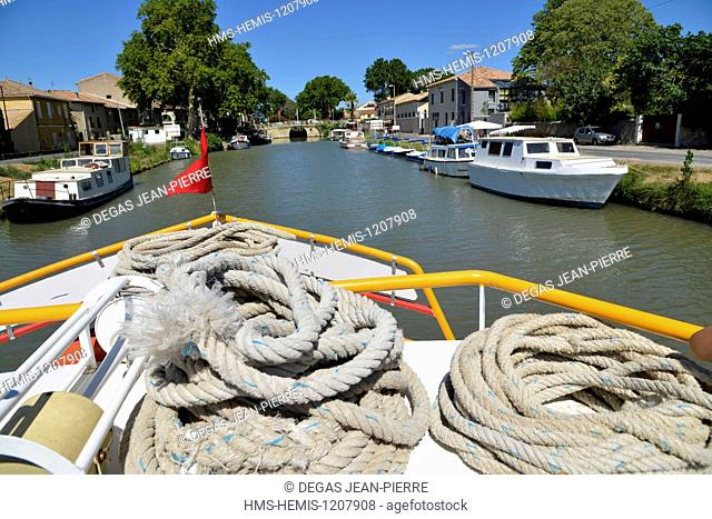 France, Herault, Villeneuve les Beziers, Canal du Midi listed as World Heritage by UNESCO, ropes on the bow of a barge arriving at the nautical stopping place...