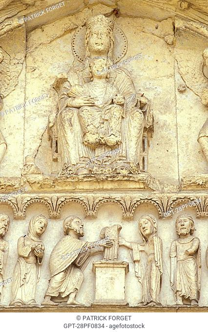 VIRGIN WITH CHILD, DETAIL OF THE ROYAL DOOR, CHARTRES CATHEDRAL, EURE-ET-LOIR 28, FRANCE