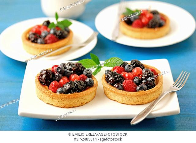 Wild berries tartlets