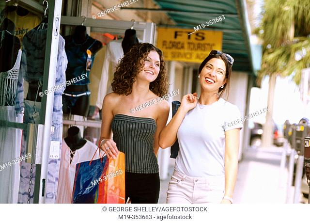 American and columbian friends shopping