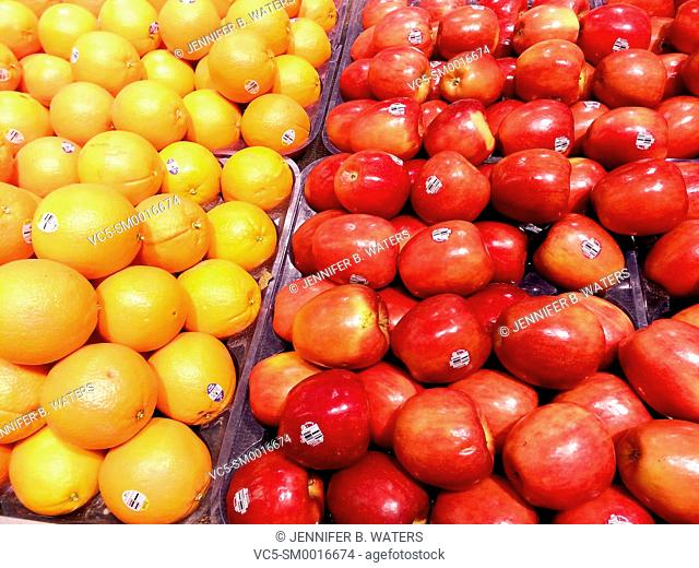 Naval oranges and Braeburn apples for sale at a grocery store