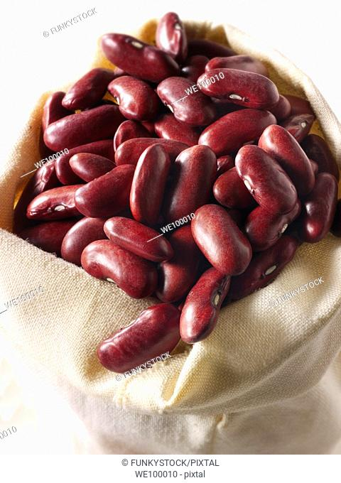 Whole un-cooked Red Kidney Beans