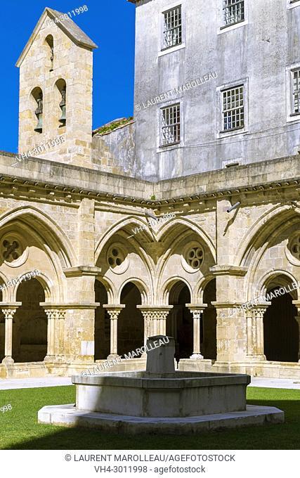 Fountain at the Cloister of the Old Cathedral, Sé Velha, Alta Area, Coimbra, Baixo Mondego, Centro Region, Portugal, Europe