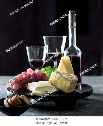 Cheese and grapes with red wine