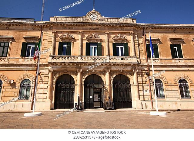 Capitaneria di Porto-Port Authorities building at the harbor in Ortigia, Syracuse, Sicily, Italy, Europe