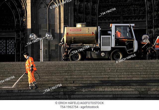 Cleaning of the Cologne Cathedral Square
