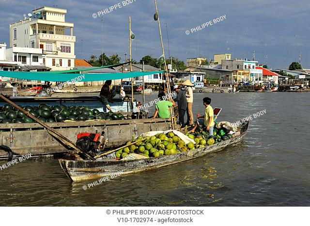 Vietnam, Cai Be, floating market wholesale and retail fruit and vegetables market