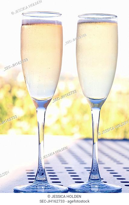 Picture of two wine glasses