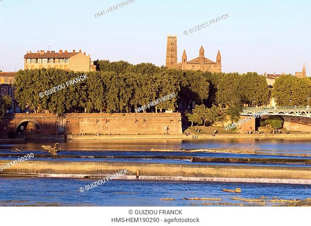 France, Haute Garonne, Toulouse, Garonne river banks, Pont Saint Pierre and the Couvent des Jacobins Jacobin convent in the background