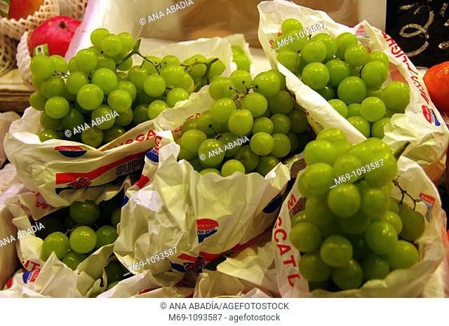 Venta de uva en el Mercado de Sant Josep, La Boqueria, Barcelona