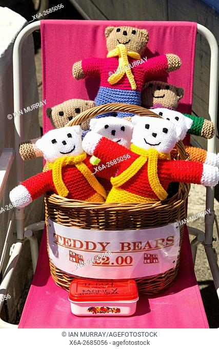Homemade woollen teddy bears for sale with honesty money box, Cornwall, England, UK