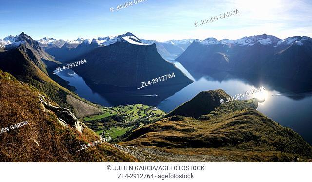 Norway, More og Romsdal, Orsta, Sunnmore Alps, Urke, Hjorundfjord seen from the summit of Saksa (1073m)