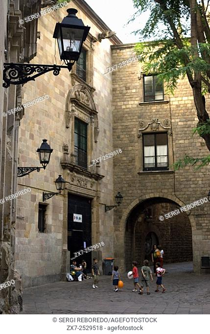 Sant Felip Neri Square, Civil War signs, Gothic Quarter, Barcelona, Catalonia, Spain, Europe. In the Middle Ages, Barcelona became the Ciutat Comtal (Count's...