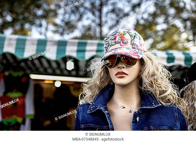 Europe, Germany, Hesse, Frankfurt am Main, mannequin with sunglasses and cap on the dippemess