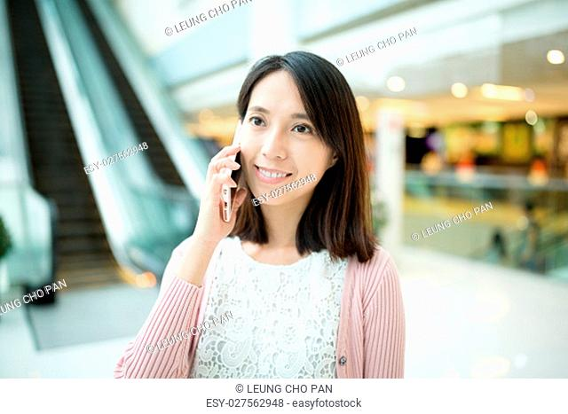 Young woman chat on cellphone
