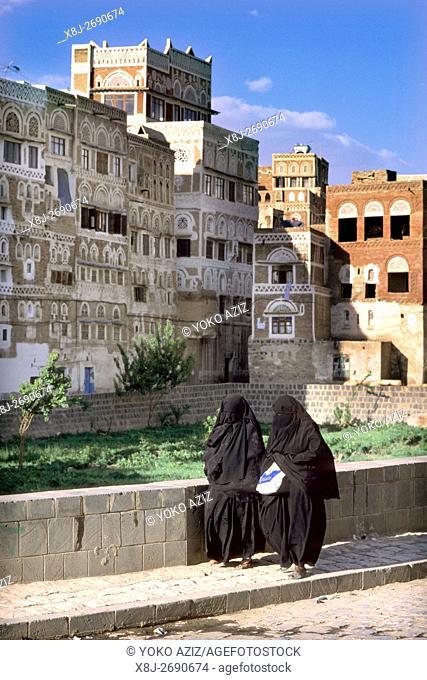 yemen, Women dressing the Islamic suit, Sana'a