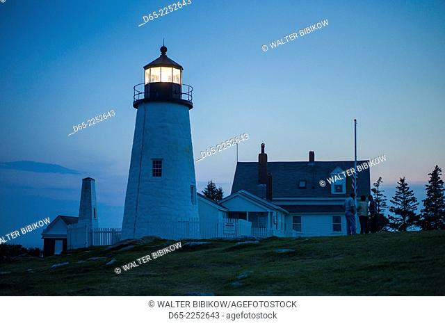 USA, Maine, Pemaquid Point, Pemmaquid Point Lighthouse, dusk
