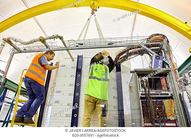 ArDM, Collaboration between the ETH Zurich, Zurich University, University of Granada, CIEMAT, and CERN..Particle physics experiment based on a ton scale liquid...