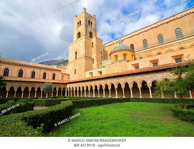 Cloister and courtyard of Santa Maria Nuova Cathedral, Monreale, Palermo, Sicily, Italy