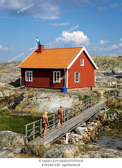 Timber house, Vaderoarna, (The Weather Islands) archipelago, bohuslan region, west coast, Sweden