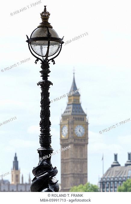 England, London, street lamp at Queens Walk