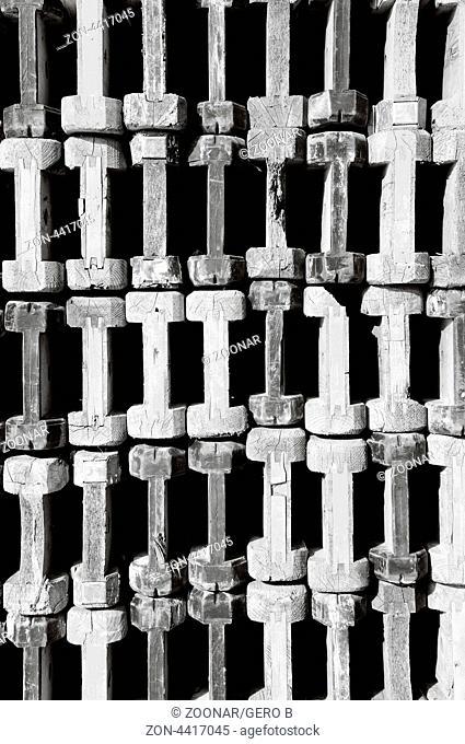 Holz Doppelträger schwarz-weiss, Wooden double girder black and white